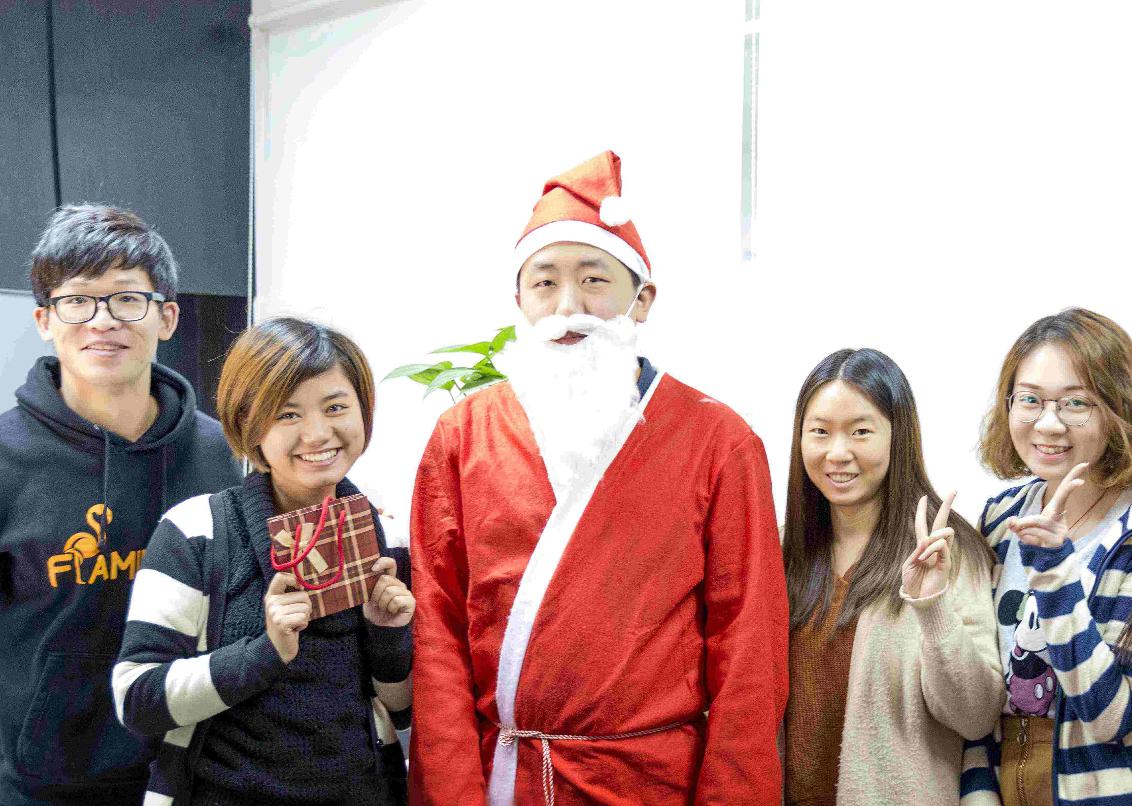 火烈鸟网络开展圣诞节系列活动