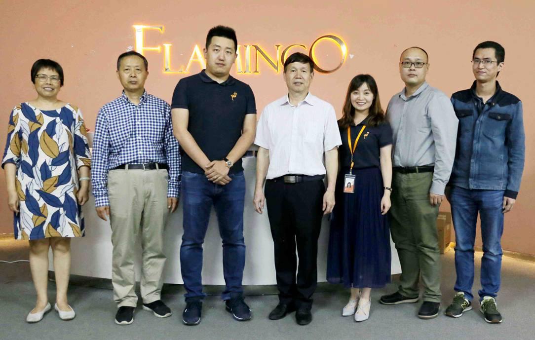 火烈鸟网络与广东工业大学举行联合培养研究生示范基地揭牌仪式